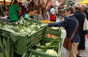 A local buys her weekly fresh produce from the farmers' market in Hall in Tyrol.