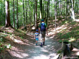 Hikers on the Geisterklamm trail in Leutasch.