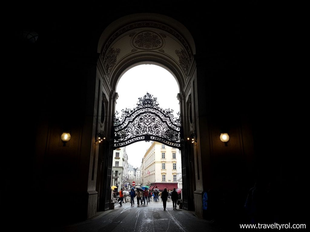 Entrance to the Vienna Imperial Palace. © Travel Tyrol