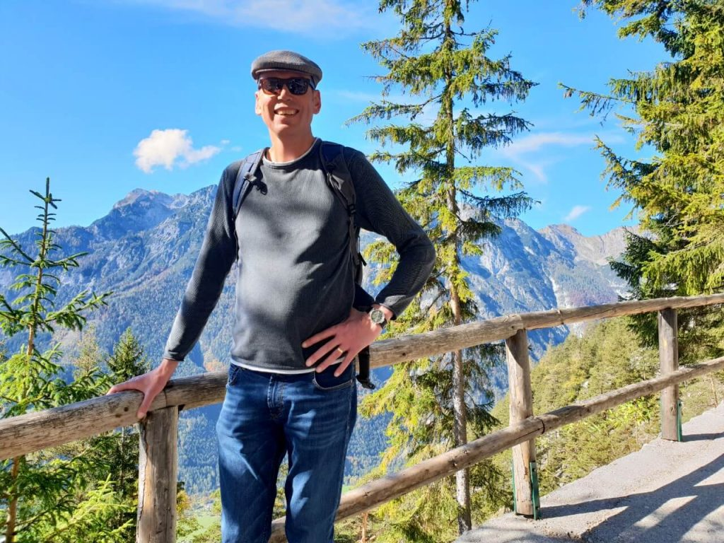 Hike to Werfen ice caves.
